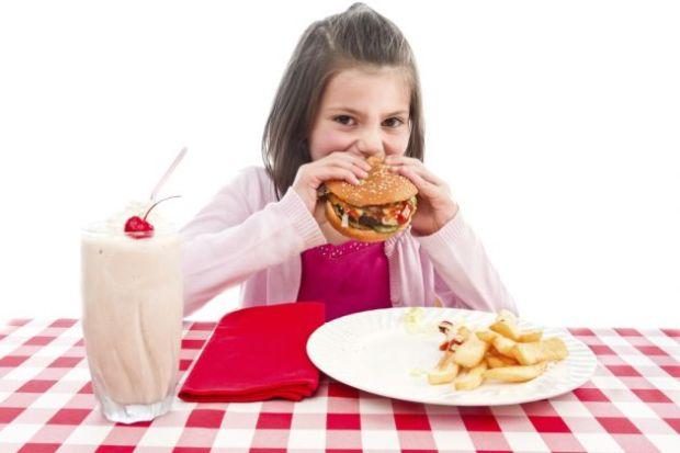 peligros-comida-rapida-ninos-1
